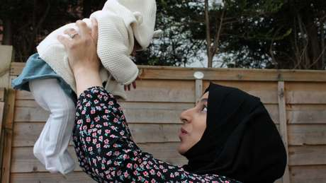 O bebê que ela disse que talvez nunca conhecesse: Marriam reunida com a filha Khadija