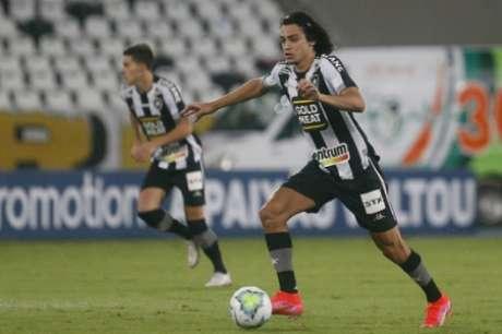 Com pouca eficácia na criação, Matheus Nascimento ainda não se achou no esquema de Chamusca (Foto: Vítor Silva/Botafogo)