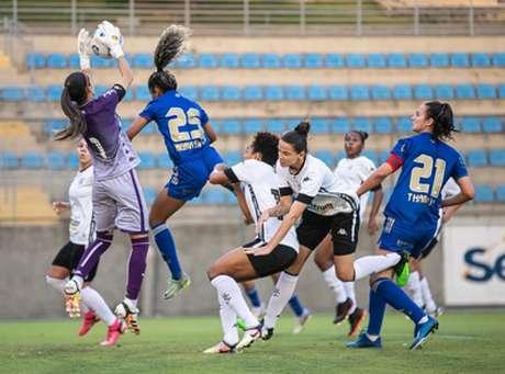 O time celeste não conseguiu segurar o resultado diante das cariocas, mesmo jogando em casa-(Igor Sales/Cruzeiro)