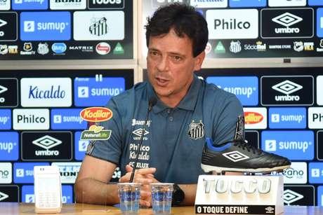 Fernando Diniz foi apresentado pelo Santos