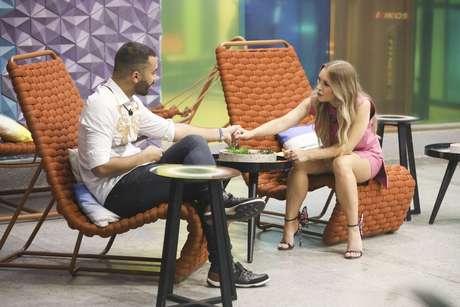 Em conversa com Carla Diaz, o brother confessou não saber o significado de 'basculho. Crédito: João Cotta/ Globo/ Diulgação