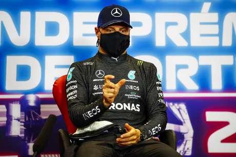 Valtteri Bottas não facilitou a vida de Lewis Hamilton