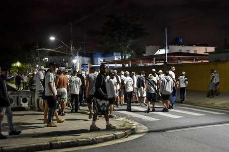 Torcida do Santos protesta pela má campanha do time na temporada