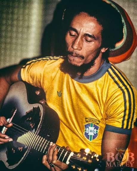 Torcedor apaixonado da seleção tricampeã do mundo, Bob Marley foi convidado a participar do lançamento da gravadora Ariola no Brasil