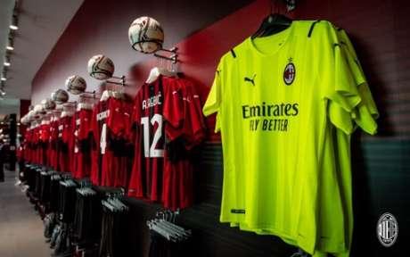 Nova camisa de goleiro do Milan à direita (Foto: Divulgação / Milan)