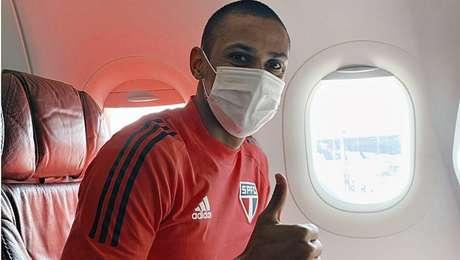 Bruno Alves embarca para o Uruguai, onde o São Paulo joga pela Libertadores