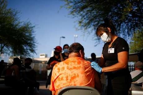 Vacinação em El Paso, no Texas  7/5/2021  REUTERS/Jose Luis Gonzalez