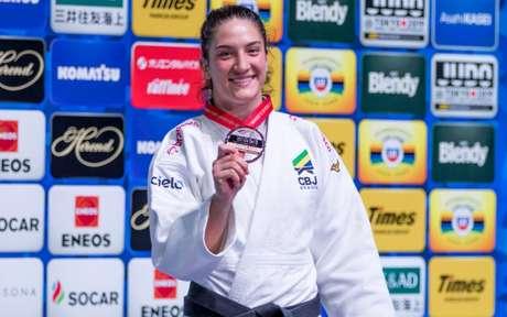 Mayra Aguiar está de volta à Seleção após se recuperar de lesão (Foto: Rafal Burza / CBJ)