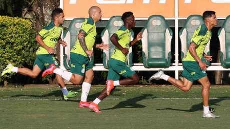 Gabriel Furtado ao lado de Alan Guimarães, Iván Angulo e Danilo Barbosa durante treinamento (Foto: Cesar Greco/Palmeiras)