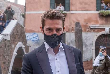 """Tom Cruise não se arrepende de bronca na equipe de """"Missão Impossível"""" por aglomeração na pandemia"""