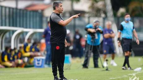 Marcelo Cabo tenta ajustar o time cruz-maltino antes do início da Série B do Brasileiro (Foto: Rafael Ribeiro/Vasco)
