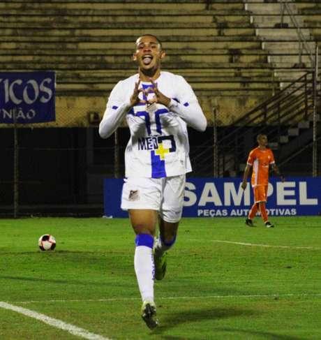 Renato tem três gols marcados nesta temporada (Foto: Divulgação/Água Santa)