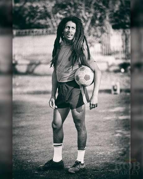 Apaixonado por futebol, Bob Marley torcia pelo Boys Town na Jamaica e pelo Santos no Brasil