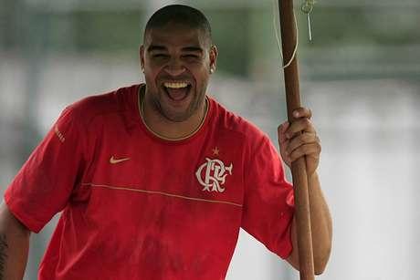 Adriano Imperador foi revelado pelo Flamengo
