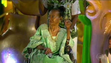 No desfile, atriz foi um dos destaques do carro abre-alas.