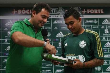 Mattos e Dudu no dia da apresentação do camisa 7 (Foto: Cesar Greco/Fotoarena)