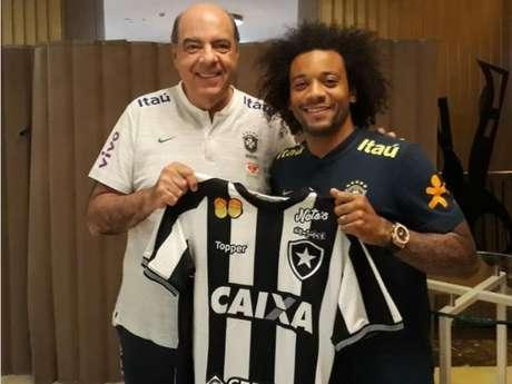 Marcelo com a camisa do Botafogo (Foto: Divulgação/Botafogo)