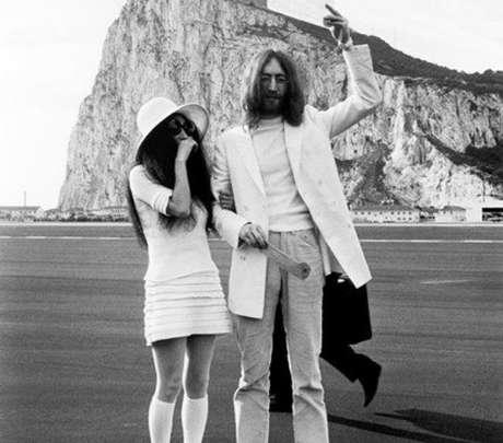Yoko Ono e John Lennon./ Reprodução.