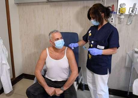 Campanha de vacinação para maiores de 40 anos será iniciada na segunda