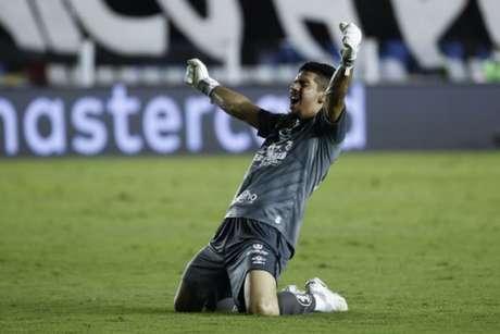 Goleiro João Paulo destacou a importância da vitória sobre o Boca Juniors (Foto: Sebastiao Moreira / POOL / AFP)