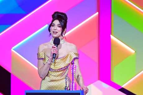 Vencedora do Brit Awards, Dua Lipa pede aumento de salário aos trabalhadores da saúde