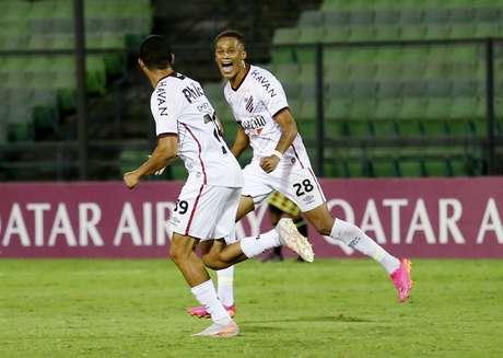 Athletico-PR vence Metropolitanos-VEN e segue vivo na Copa Sul-Americana