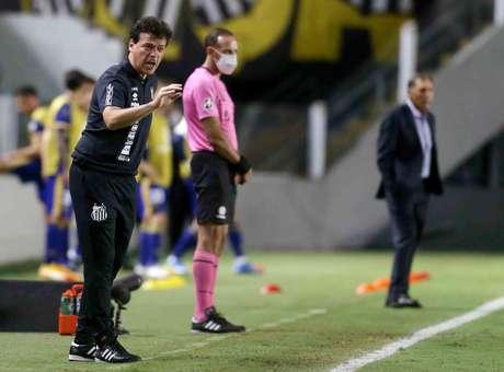 Fernando Diniz estreou pelo Santos contra o Boca Juniors