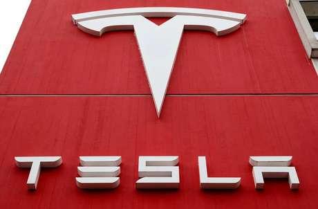 Logotipo da Tesla. 28/10/2020. REUTERS/Arnd Wiegmann