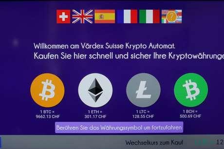 Logos da ether e de outras criptomoedas em terminal em Zurique, Suíça  29/05/2019 REUTERS/Arnd Wiegmann