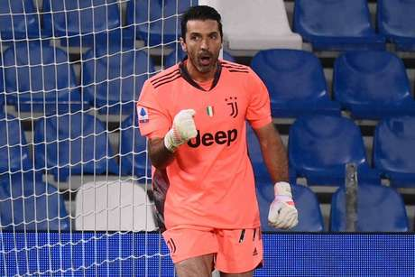 Buffon é considerado por muitos um dos melhores goleiros da história (Foto: MARCO BERTORELLO / AFP)