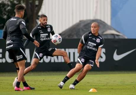 Nesta manhã, o Corinthians fez o único treino antes da viagem ao Uruguai (Foto: Rodrigo Coca/Ag. Corinthians)