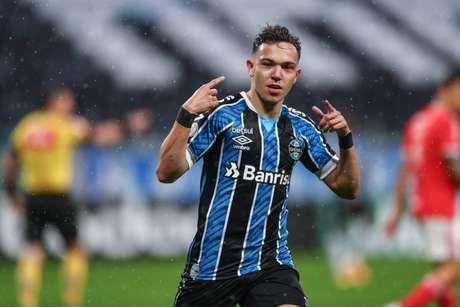 Jogador embarca em junho para defender o Porto (Lucas Uebel/Grêmio)