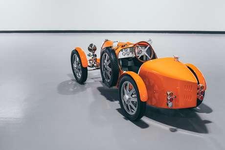 Primeira unidade do Bugatti Baby II traz carroceria na cor Jetex Orange.
