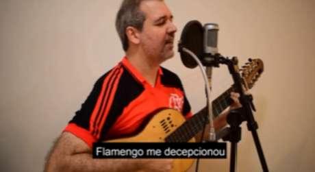 Cantor faz nova interpretação do hino do Flamengo para criticar relação com Havan (Reprodução/Instagram Edu Krieger)