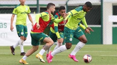 Zé Rafael em treinamento na Academia de Futebol (Foto: Cesar Greco/Palmeiras)