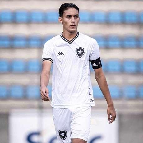 João Lucas foi capitão do Botafogo na estreia do Brasileirão sub-17 (Foto: Rafael Costa/América-MG)