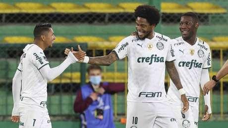 Rony e Luiz Adriano comemoram gol pela Libertadores (Foto: Cesar Greco/Palmeiras)
