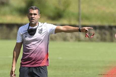 Treinador deve ir para próximo jogo com três atacantes (José Tramontin/athletico.com.br)
