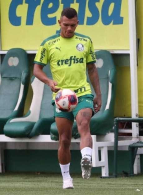 Gabriel Veron em campo, dando sequência ao seu condicionamento físico para voltar 100% (Foto: Cesar Greco/Palmeiras)