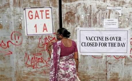 As taxas de vacinação diminuíram devido à escassez de doses