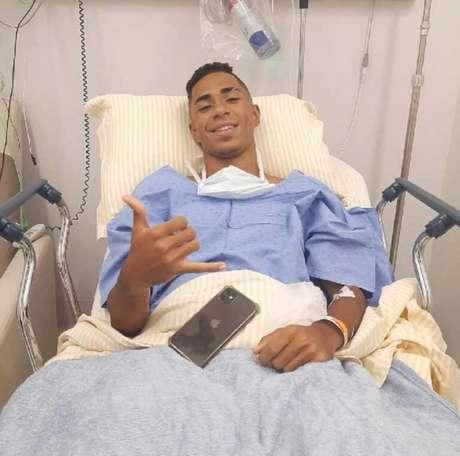 Atacante Felipe Laurindo passou por cirurgia nesta quarta (Foto: Reprodução)