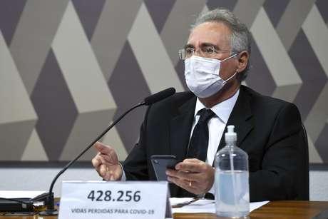 Renan Calheiros trocou o seu nome pelo número de vítimas da covid-19 no Brasil