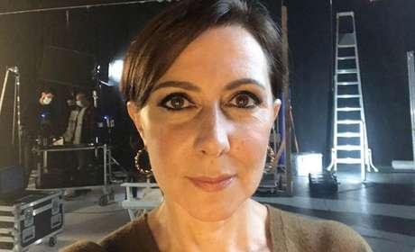 A atriz Maria João Abreu em um estúdio de TV: carreira de sucesso nas novelas em papéis cômicos e dramáticos