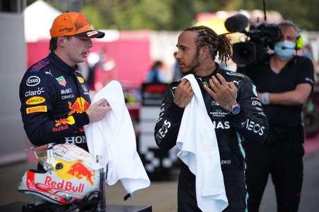 Max Verstappen e Lewis Hamilton: o pupilo e o mestre.