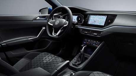 Volkswagen Polo GTI terá novo volante e central multimídia.