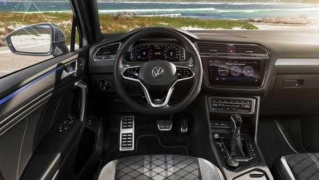 Volkswagen Tiguan Allspace: novo volante e central multimídia.