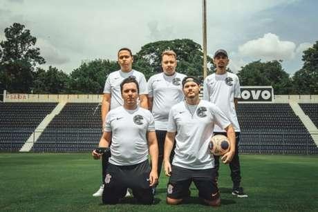 Quinteto do Corinthians que vai em busca de troféu inédito para o clube nos eSports (Foto: Divulgação)