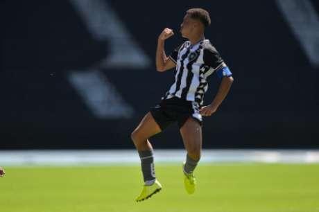 Kauê em ação pelo Botafogo (Foto: Vítor Silva/Botafogo)