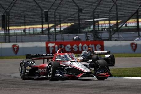 Josef Newgarden sai de segundo no grid