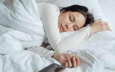 Tenha uma qualidade de sono melhor com essa meditação -